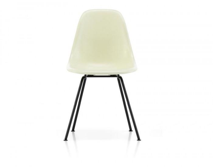 Eames fiberglass side chair DSX